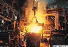 中国辽宁抚顺钢厂的电弧炉